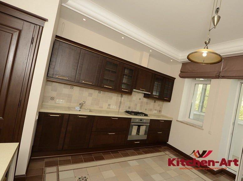 деревянная встроенная мебель для кухни маленького размера