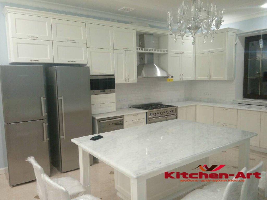 кухня с деревянными фасадами и мрамора под заказ Украина