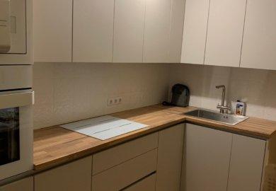 кухня эконом угловая с деревянной столешницей