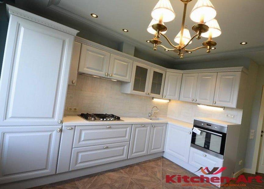 угловая белая кухня классическая