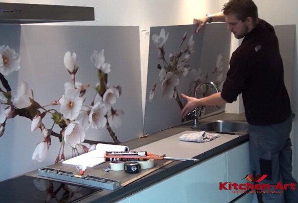 Установка стеклянного кухонного фартука под заказ