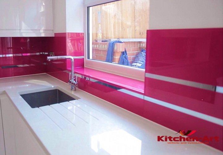 установка кухонного фартука из стекла