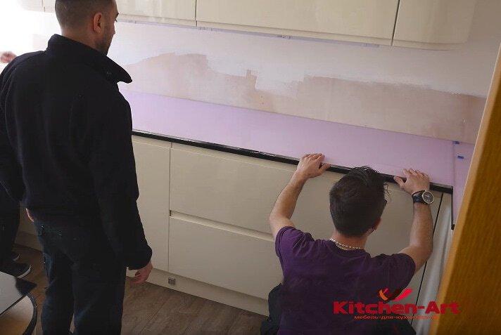 установка фартука из стекла в Кухню КИев