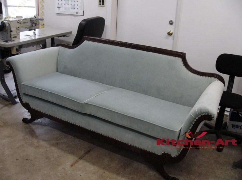прямой диван классический