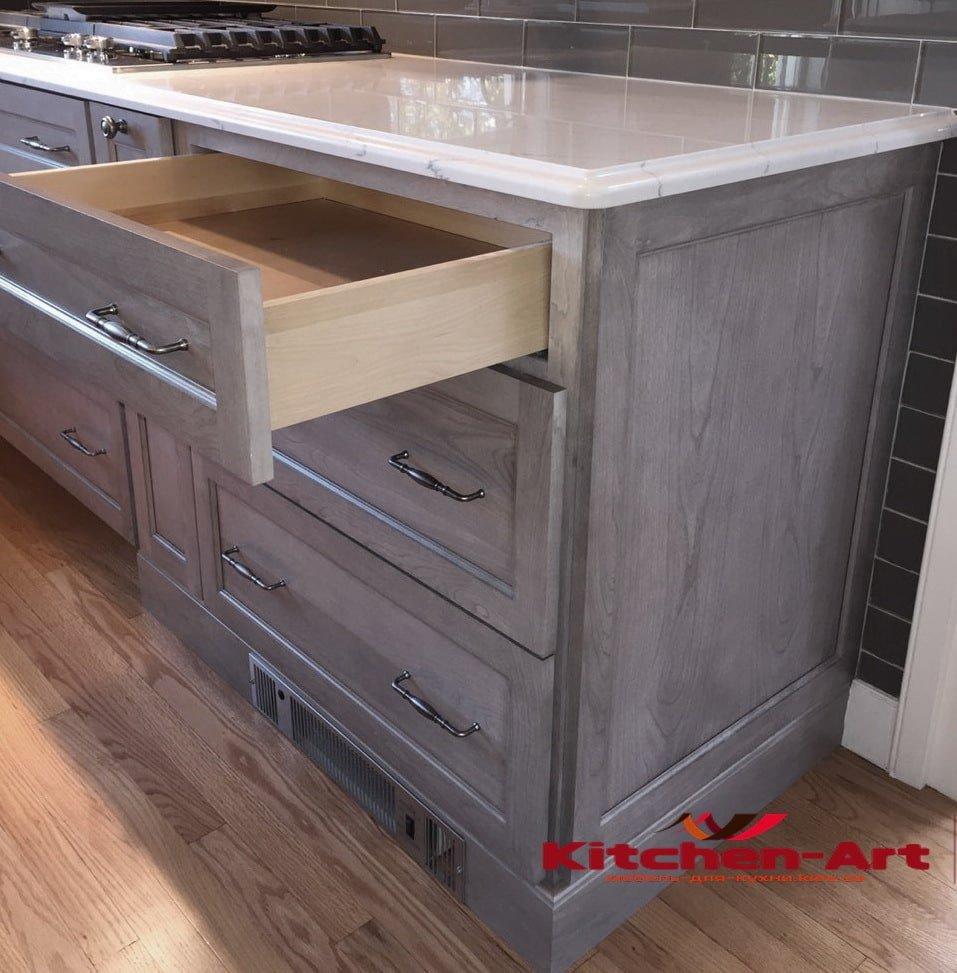 кухонный гарнитур из массива и из мрамора