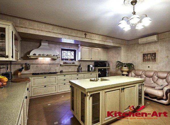 угловая кухонная мебель на заказ с островом