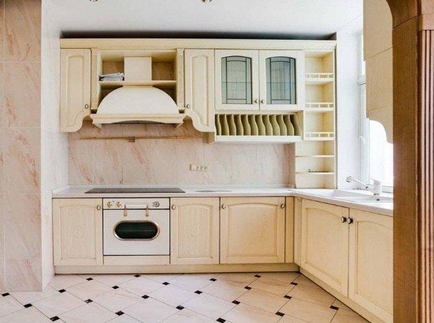 деревянная нестандартная кухонная мебель с вытяжкой