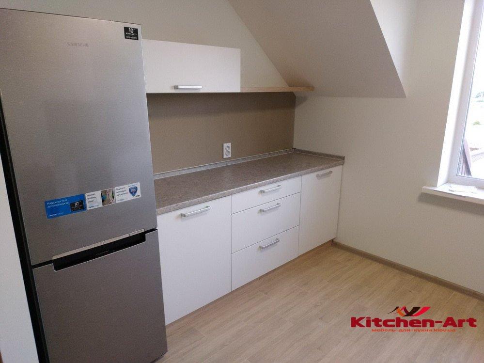 кухня под крышу со скошеным потолком