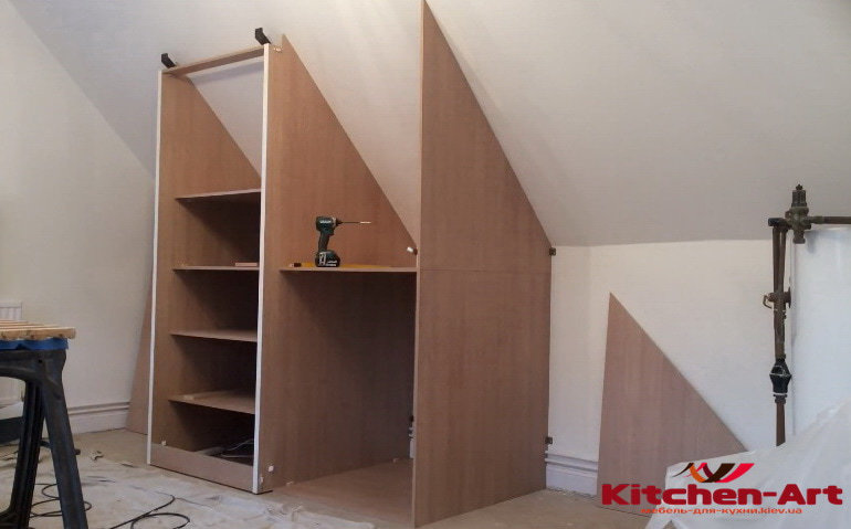 шкаф для мансарды на заказ  в Украине