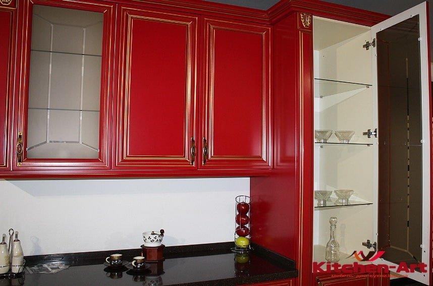 заказная кухня красного цвета