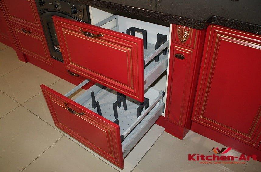 классическая красная кухня на заказ
