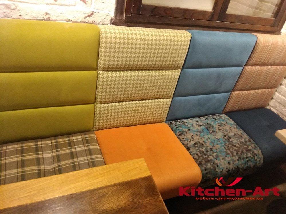 диван разноцветный для ресторана