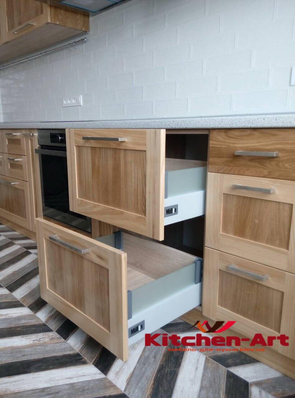 кухня прямая с деревянными фасадами из бука