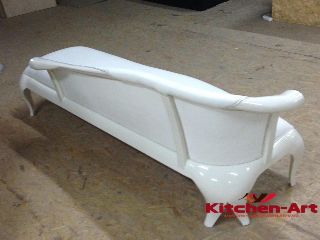 белый прямой диван -банкетка под заказ