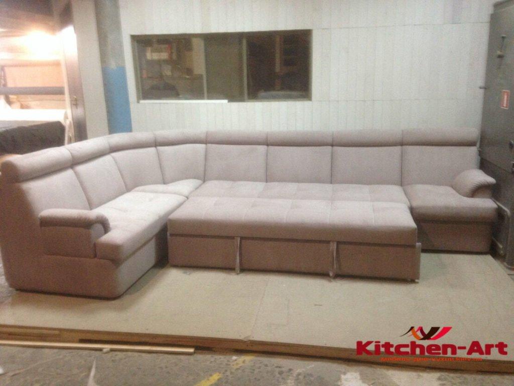 Большой диван со спальным местом