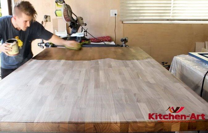 покрытие деревянной столешницы в кухню