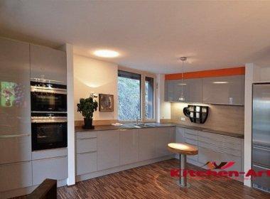 Угловая кухня с дсп Фасадами Вышгоро