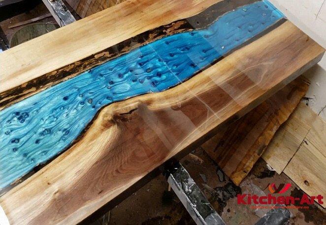 деревянный стол с эпоксидной смолой под заказ