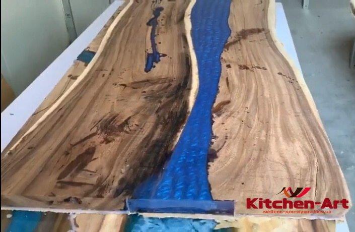 деревянный стол с эпоксидной смолой под заказ Вишневое