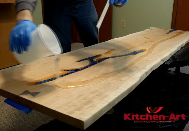 Кухонная столешница из эпоксидной смолы под заказ в Киеве