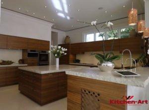 кухня угловая с островом в Дом