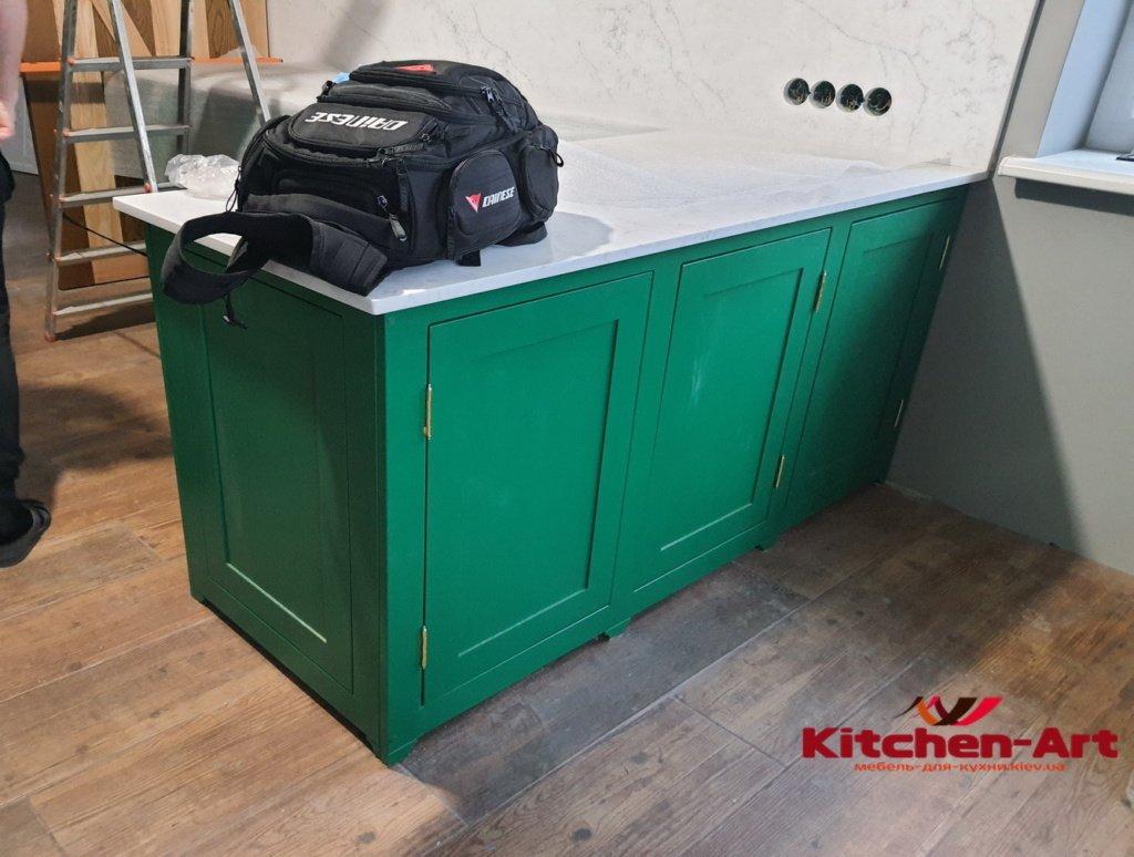 кухня зеленая угловая на заказ
