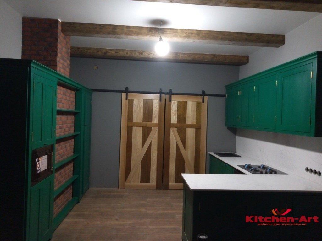 деревянная дизайнерская кухня зеленого цвета