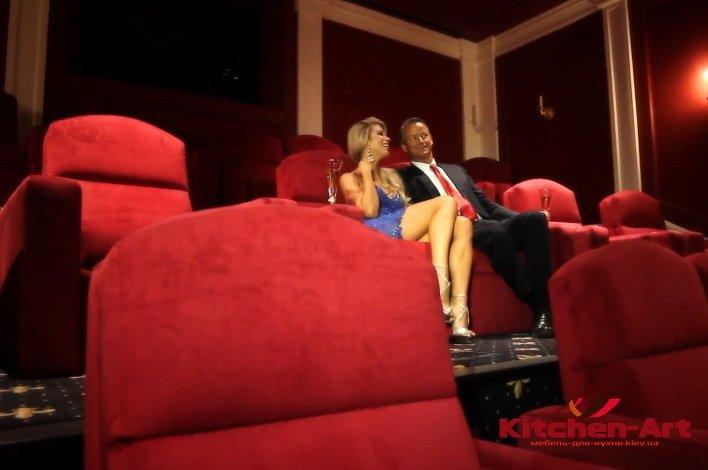 красные кресла в кинотеатр на заказ