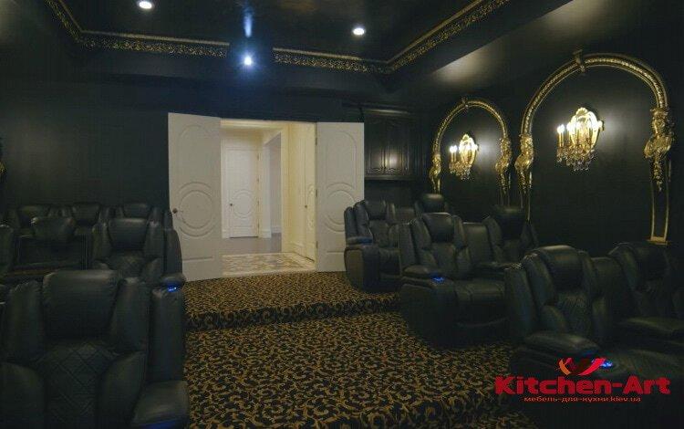 черные кресла в кенотеатр