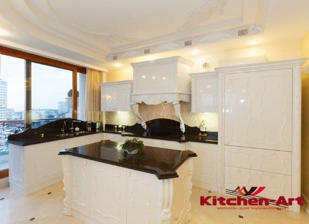светлая кухня из дуба с акриловой столешницей на заказ