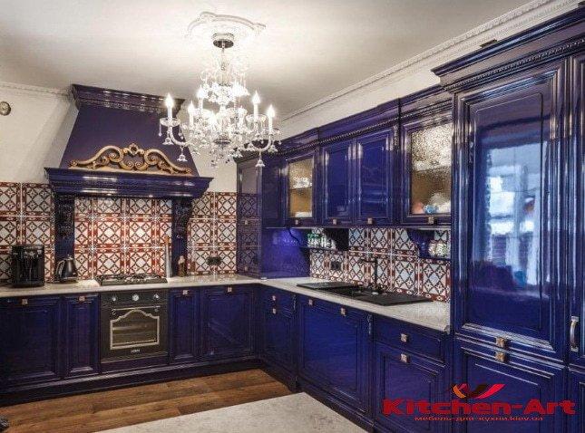 темно синяя кухня из дерева ольхи