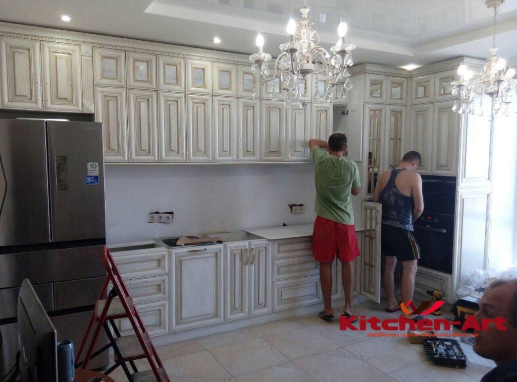 Кухня из массива ольхи в классическом стиле