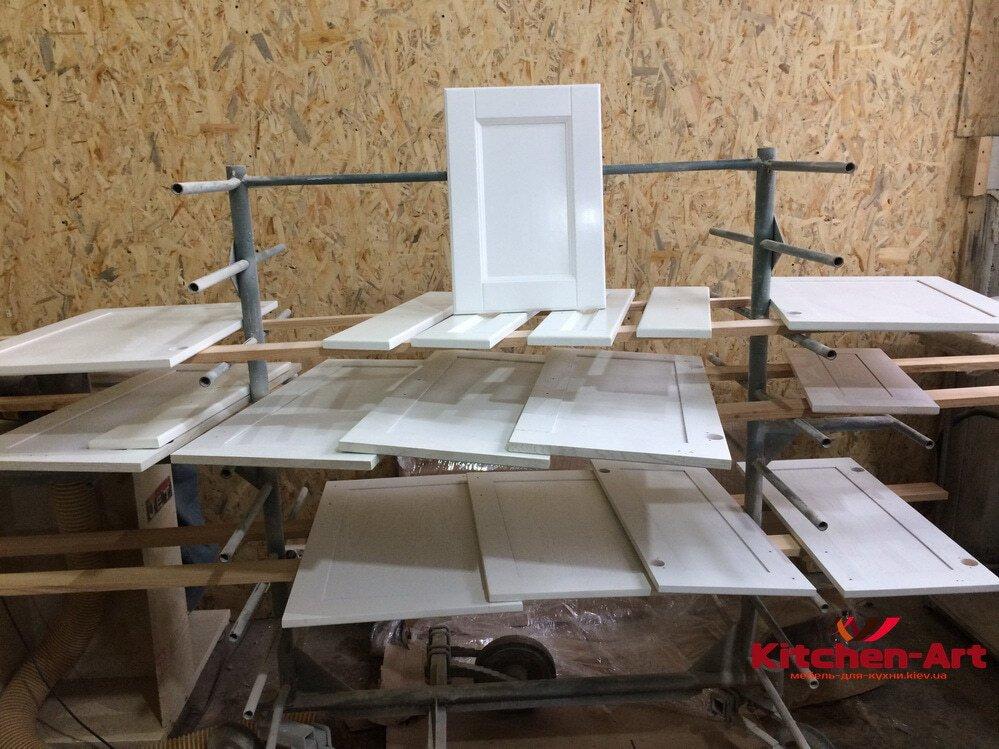 белые фасады в кухню из ольхи