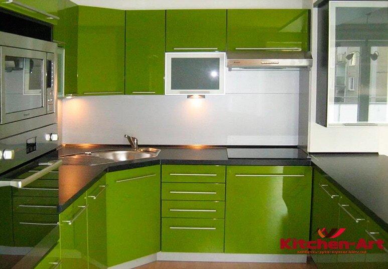 Угловая зеленая кухня