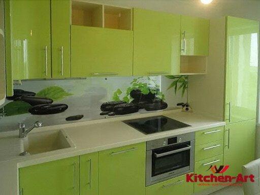 Глянцевая кухня зеленого цвета