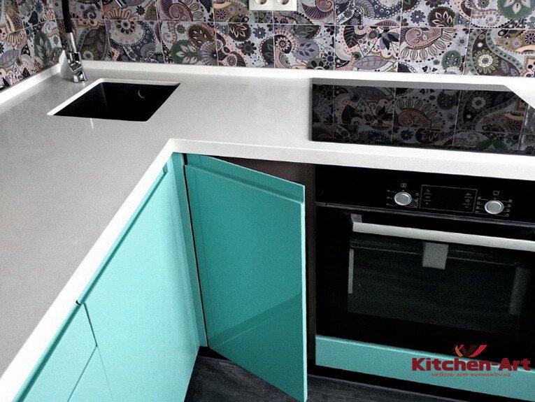 угловая кухня цвета Аквамарин под заказ
