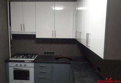 бело серая угловая кухня