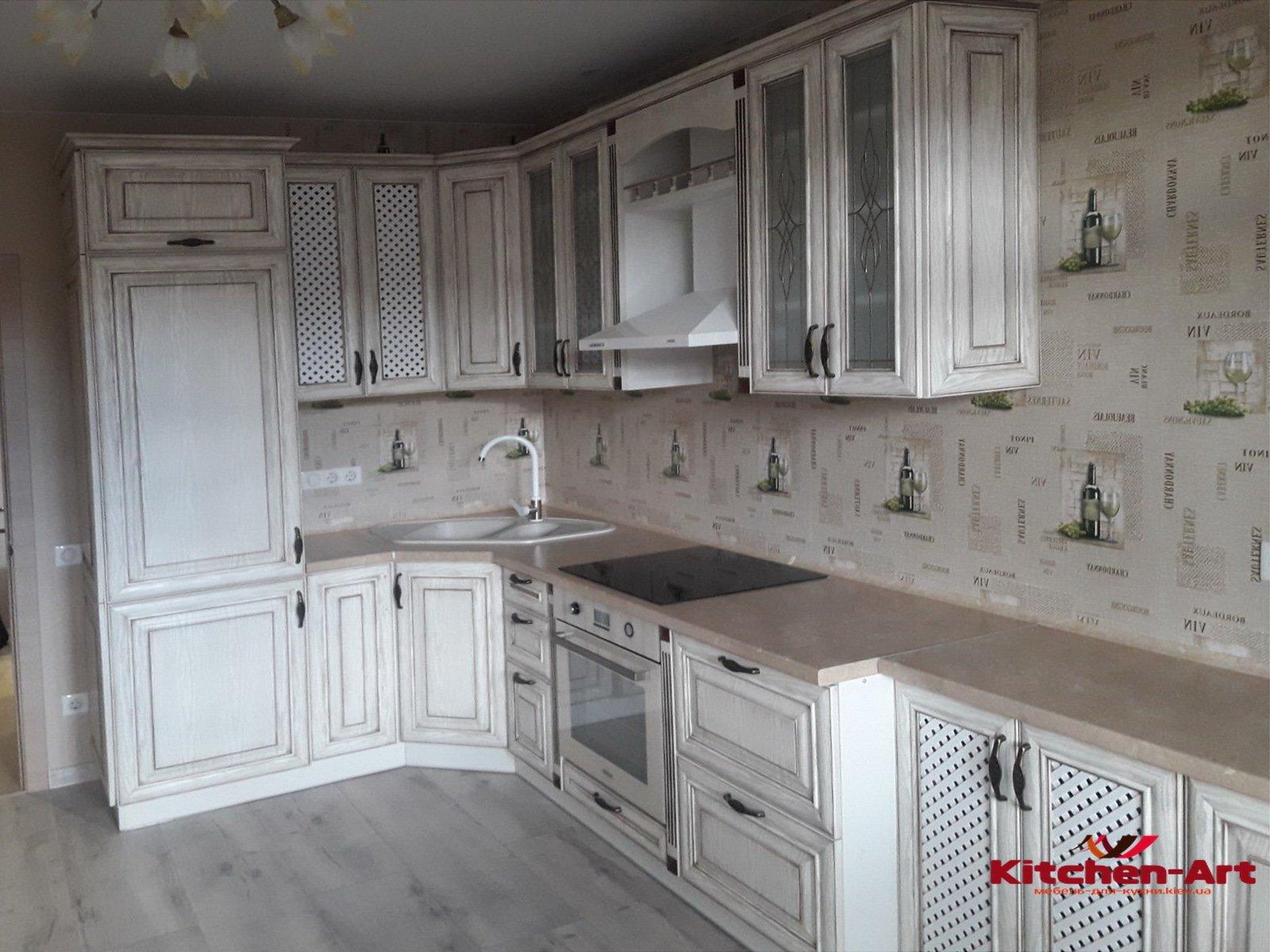 классическая угловая кухня под потолок
