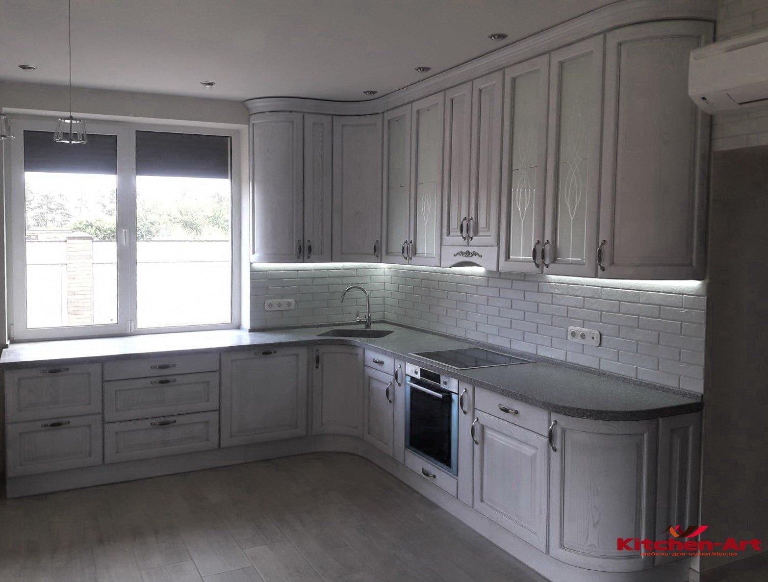 большая кухня классическая угловая для дома на заказ