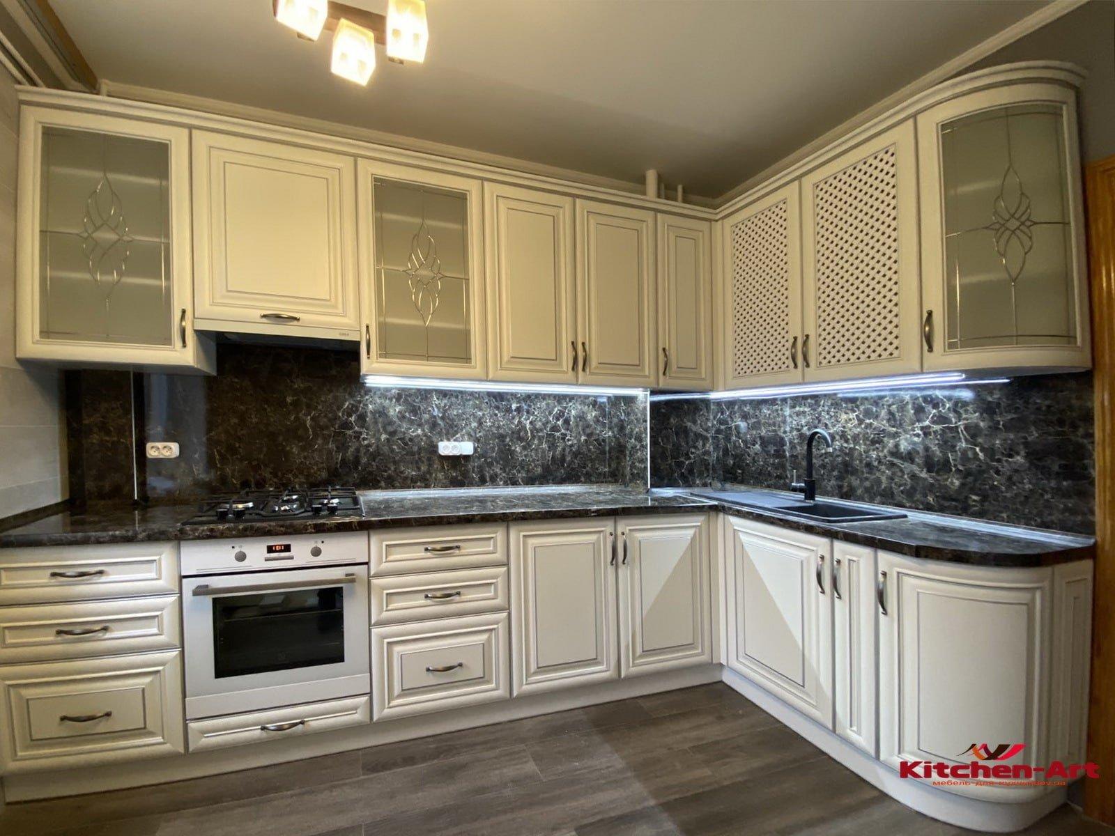 кухня в классическом стиле из дуба